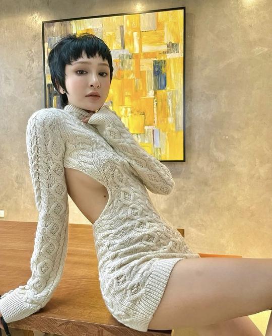 Giãn cách xã hội, mỹ nhân Việt biến nhà thành sàn diễn thời trang - Ảnh 5.
