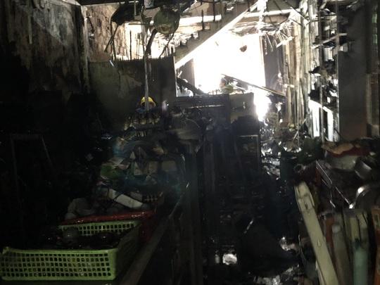 Công an Quảng Ngãi lên tiếng khi bị chê chữa cháy thiếu chuyên nghiệp - Ảnh 2.