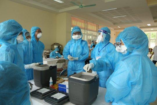Người phụ nữ bán rau ở chợ được phát hiện dương tính SARS-CoV-2 khi vào viện khám - Ảnh 1.