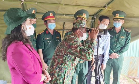Phó Chủ tịch nước thăm và tặng quà các chiến sĩ biên phòng Kiên Giang - Ảnh 2.
