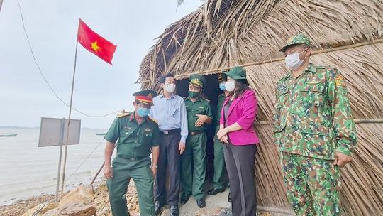 Phó Chủ tịch nước thăm và tặng quà các chiến sĩ biên phòng Kiên Giang - Ảnh 1.