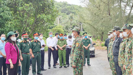 Phó Chủ tịch nước thăm và tặng quà các chiến sĩ biên phòng Kiên Giang - Ảnh 4.