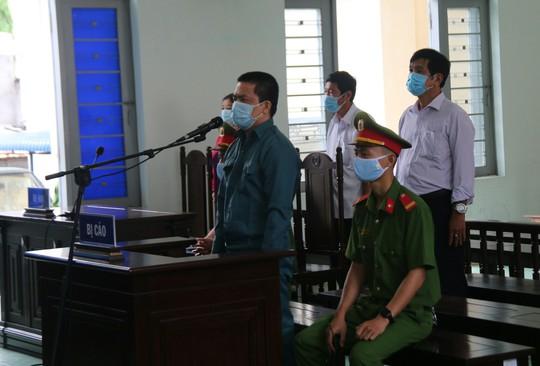 Tham ô hơn 6,3 tỉ đồng, nguyên trưởng ở Trung tâm Y tế Phan Thiết lãnh 20 năm tù - Ảnh 1.