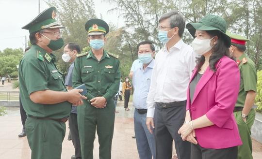 Phó Chủ tịch nước thăm và tặng quà các chiến sĩ biên phòng Kiên Giang - Ảnh 6.