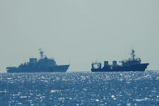 Malaysia tố tàu Trung Quốc xâm phạm sau vụ 16 máy bay - Ảnh 1.
