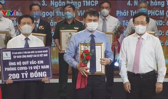 Tập đoàn Công nghiệp Cao su Việt Nam ủng hộ 200 tỉ đồng cho Quỹ Vắc-xin phòng Covid-19 - Ảnh 1.
