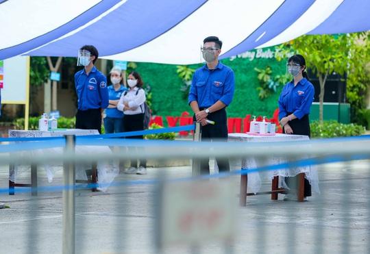 CLIP: Chủ tịch UBND TP Hà Nội kiểm tra trước kỳ thi tốt nghiệp THPT năm 2021 - Ảnh 4.