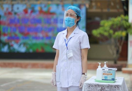 CLIP: Chủ tịch UBND TP Hà Nội kiểm tra trước kỳ thi tốt nghiệp THPT năm 2021 - Ảnh 5.