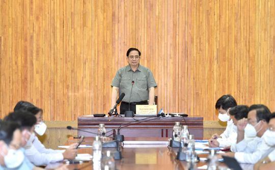 Thủ tướng đề nghị Tây Ninh đón người có nguyện vọng về để chia sẻ với TP HCM - Ảnh 1.