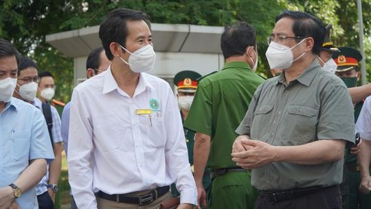 Thủ tướng Phạm Minh Chính trực tiếp kiểm tra chống dịch tại TP HCM - Ảnh 5.