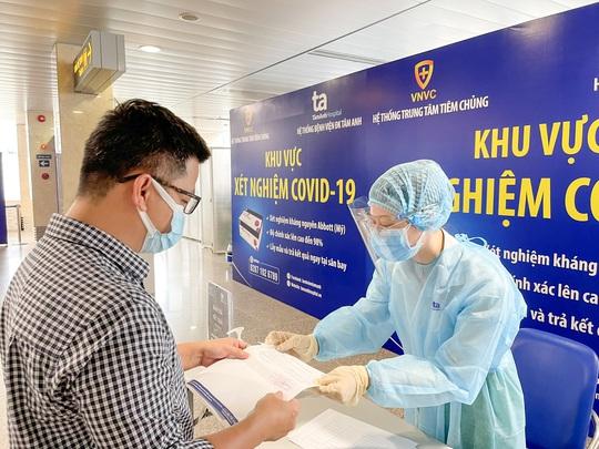 Mở dịch vụ xét nghiệm Covid-19 trả kết quả ngay tại sân bay Tân Sơn Nhất - Ảnh 2.