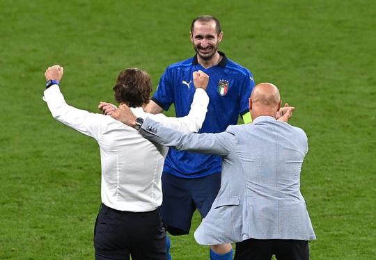 HLV Roberto Mancini giúp tuyển Ý lập nên hàng loạt kỷ lục - Ảnh 3.