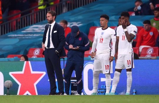 HLV Southgate nói gì khi tuyển Anh thua trên chấm luân lưu? - Ảnh 1.