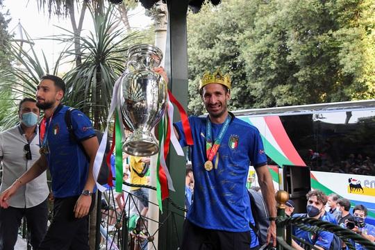 HLV Roberto Mancini giúp tuyển Ý lập nên hàng loạt kỷ lục - Ảnh 5.
