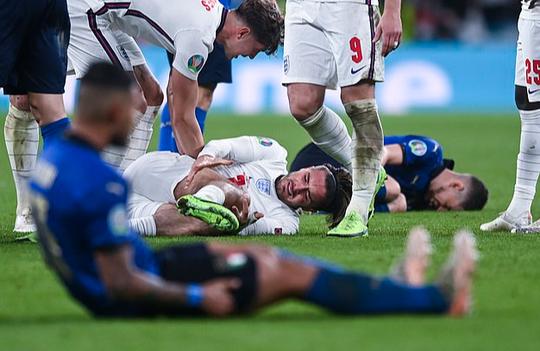 Frank Lampard bất mãn vì học trò cũ Jorginho thoát… thẻ đỏ - Ảnh 2.