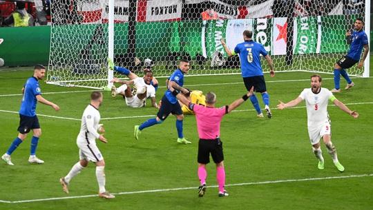 Frank Lampard bất mãn vì học trò cũ Jorginho thoát… thẻ đỏ - Ảnh 6.