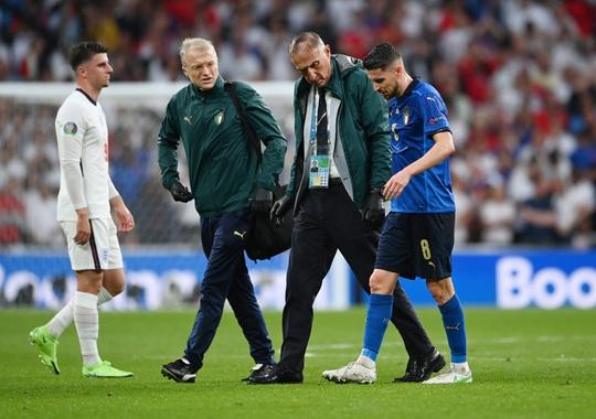 Frank Lampard bất mãn vì học trò cũ Jorginho thoát… thẻ đỏ - Ảnh 3.
