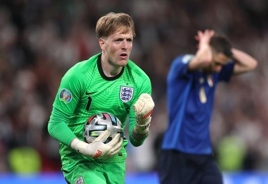 Lạ lùng Euro 2020: Hai thủ môn được tôn vinh xuất sắc nhất - Ảnh 7.