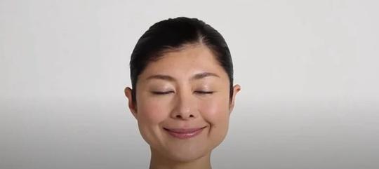 Bài tập yoga giúp tạm biệt đôi mắt thâm quầng - Ảnh 5.