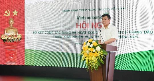"""Vietcombank quyết tâm hoàn thành """"nhiệm vụ kép"""" trong 6 tháng cuối năm - Ảnh 1."""