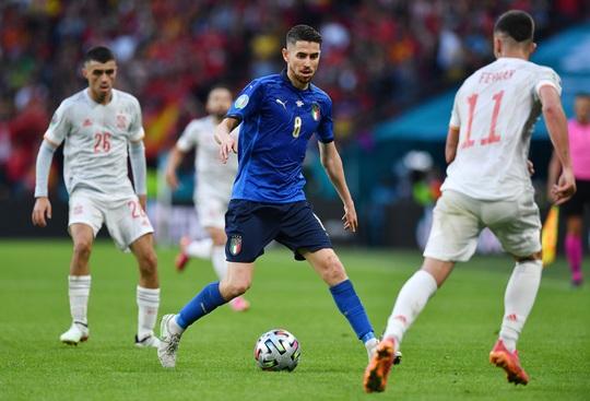 Lukaku chiếm sóng Ronaldo, góp mặt đội hình tiêu biểu Euro 2020 - Ảnh 4.