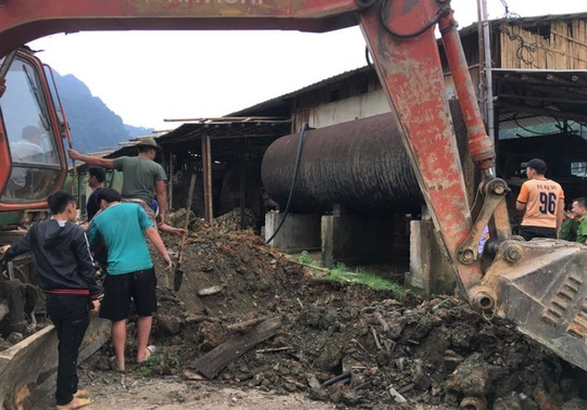 Xả thải đầu độc sông Mã, 12 công ty bị xử phạt hơn 1,8 tỉ đồng - Ảnh 1.