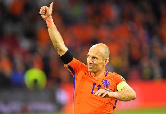 Siêu sao bóng đá Hà Lan giải nghệ ở tuổi 37 - Ảnh 1.