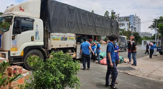 37 tấn nông sản đồng hành cùng công nhân TP HCM chống dịch - Ảnh 1.