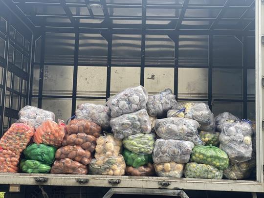 37 tấn nông sản đồng hành cùng công nhân TP HCM chống dịch - Ảnh 6.