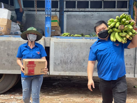 37 tấn nông sản đồng hành cùng công nhân TP HCM chống dịch - Ảnh 4.
