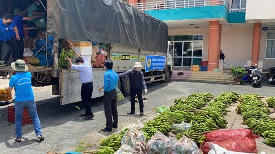 37 tấn nông sản đồng hành cùng công nhân TP HCM chống dịch - Ảnh 3.