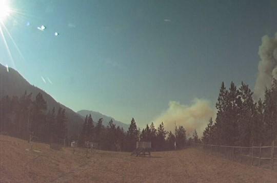 Bão lửa ở Canada gây ra 710.117 tia sét trong 15 giờ - Ảnh 2.