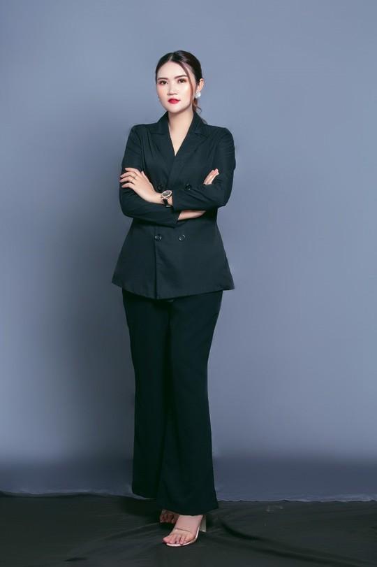 Shop Huệ Huỳnh Kim tư vấn cách chọn trang phục công sở cho nữ giới - Ảnh 1.
