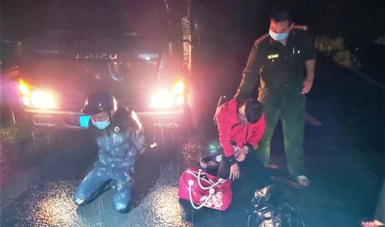 Lâm Đồng: Truy bắt 2 thanh niên vượt hàng loạt chốt kiểm dịch Covid-19 liên tỉnh - Ảnh 1.