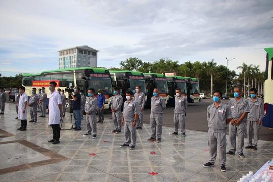 Quảng Nam đưa xe đón đồng hương, mang theo 100 tấn nông sản hỗ trợ TP HCM - Ảnh 10.
