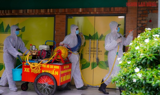 Toàn cảnh Bệnh viện dã chiến số 5 ở Thuận Kiều Plaza trước ngày hoạt động - Ảnh 1.