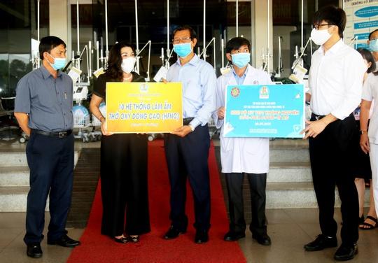 Tập đoàn Kim Oanh tặng 30 máy thở cho các bệnh viện tại TP HCM, Đồng Nai và Bình Dương - Ảnh 1.