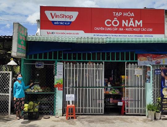 VinShop, VinID góp sức đưa nhu yếu phẩm đến tay người dân TP HCM - Ảnh 2.