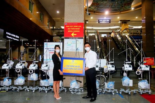 Tập đoàn Kim Oanh tặng 30 máy thở cho các bệnh viện tại TP HCM, Đồng Nai và Bình Dương - Ảnh 3.