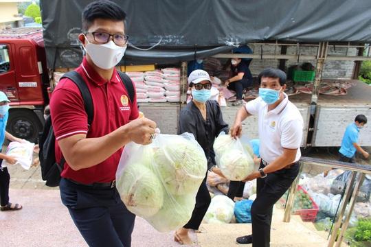 Chuyến xe nghĩa của tình Trà Vinh đến với công nhân Thành phố Hồ Chí Minh - Ảnh 2.
