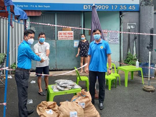Quảng Bình góp 27,5 tấn tôm cá cùng công nhân TP HCM chống dịch - Ảnh 3.