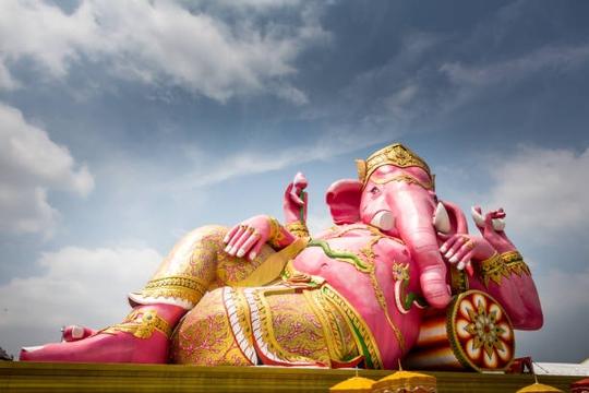Choáng ngợp với 7 bức tượng lớn nhất thế giới - Ảnh 1.