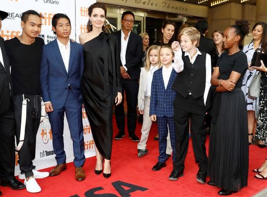 Angelina Jolie lật thế cờ, Brad Pitt mất quyền nuôi con chung - Ảnh 2.