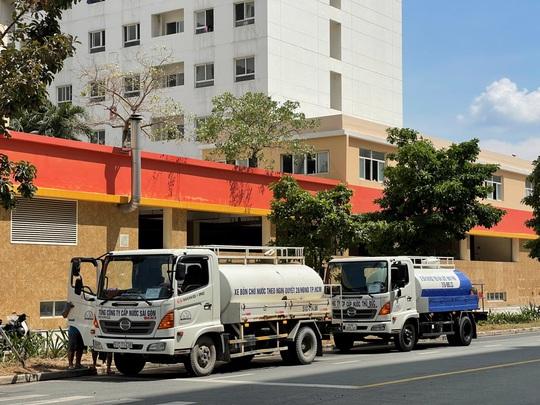 Sawaco nỗ lực cung cấp nước sạch miễn phí cho Khu cách ly tập trung, Bệnh viện dã chiến điều trị Covid-19 tại TP HCM - Ảnh 2.