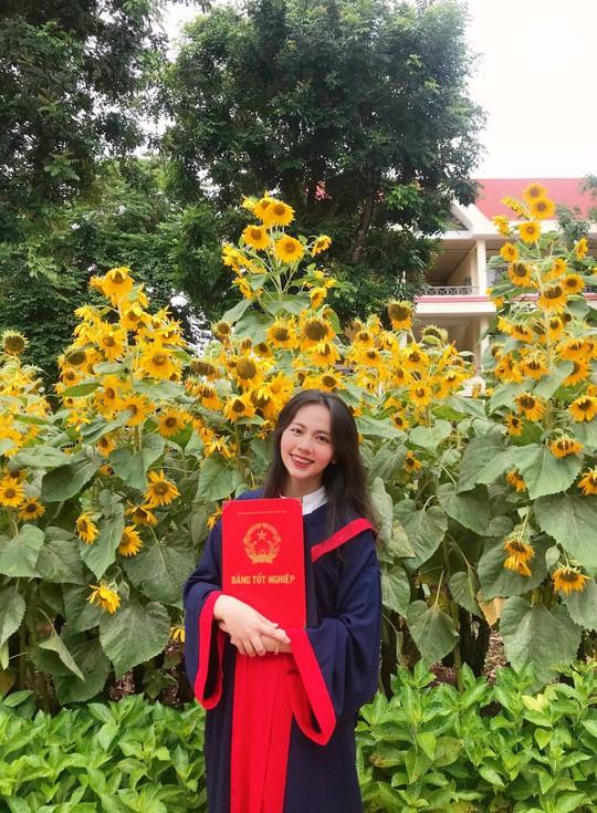 Nữ sinh phố núi đạt 9,75 điểm môn Văn kỳ thi tốt nghiệp THPT - Ảnh 1.
