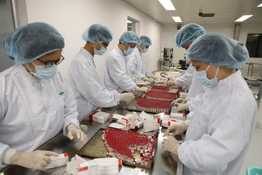 Nga, Mỹ và Nhật Bản chuyển giao công nghệ sản xuất vắc-xin Covid-19 cho Việt Nam - Ảnh 1.