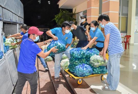 Tỉnh Sóc Trăng gửi 60 tấn nông sản hỗ trợ công nhân TP HCM chống dịch - Ảnh 4.
