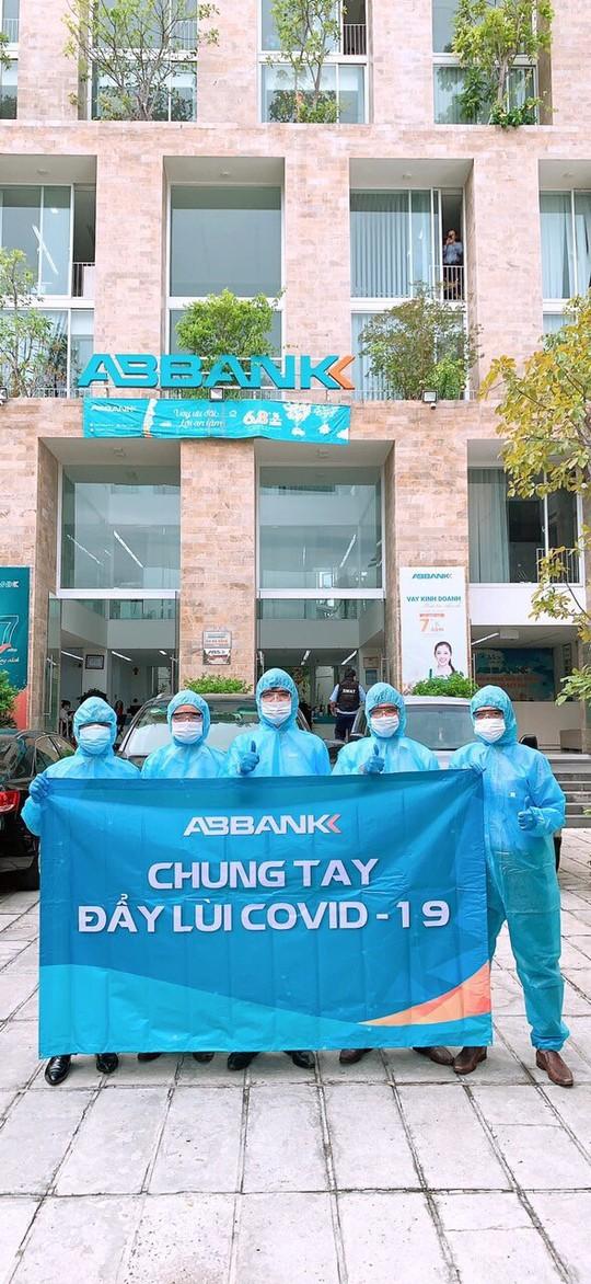 Geleximco và ABBANK tặng 500 máy thở hỗ trợ điều trị bệnh nhân Covid-19 cho TP HCM - Ảnh 2.