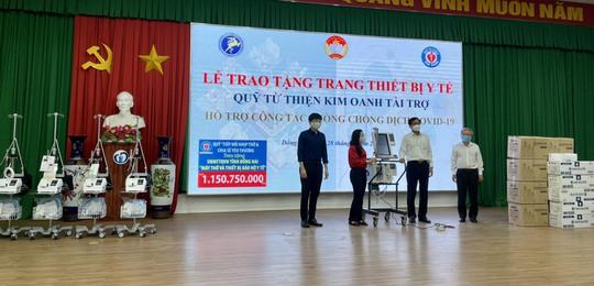 Quỹ Từ thiện Kim Oanh tiếp tục trao tặng ngành Y tế Đồng Nai 5 máy thở và nhiều vật tư y tế - Ảnh 1.