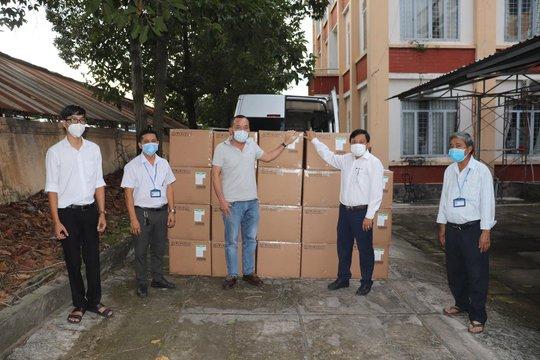 Sun Group gấp rút ủng hộ Tây Ninh hơn 10 tỉ đồng trang thiết bị y tế chống dịch Covid-19 - Ảnh 1.